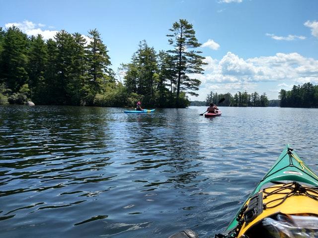 kayaking-new-hampshire-lake-891309
